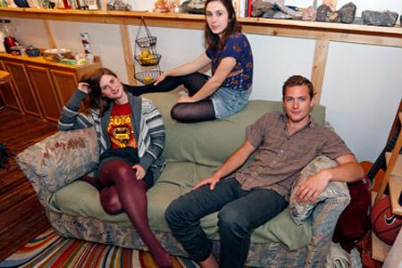 Американские студенты обнаружили в подержанном диване клад из 40 тысяч долларов