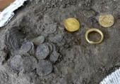 На датском острове Борнхольм найден клад монет из золота и серебра XI века