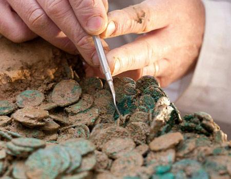 Найденные кельтские монеты из золота и серебра