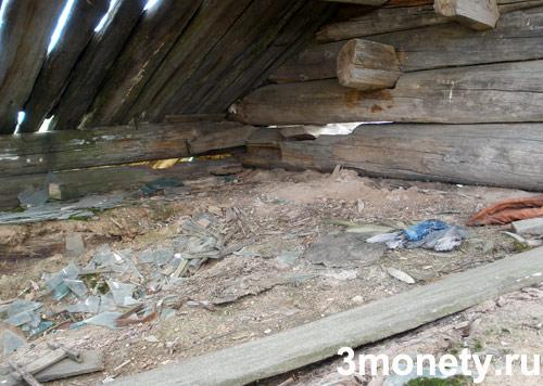 Чердак дома в заброшенной деревне