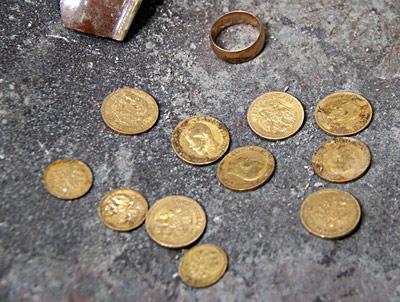 Строителями в Гродно найдены монеты из золота