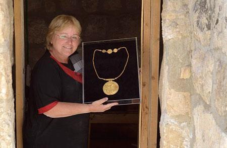 археологами обнаружен клад с золотыми монетами