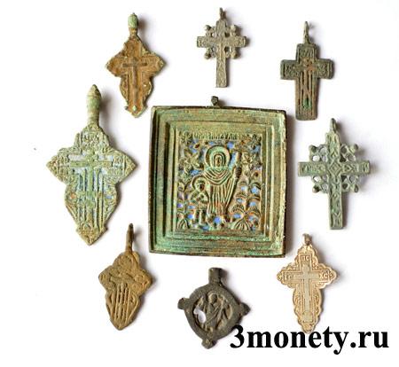 Старинные крестики, найденные в земле